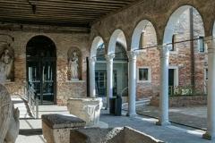Portico al piano terra, Museo del Vetro